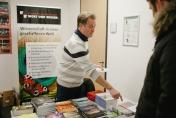 Dr. Peter Borger betreute einen Stand von Wort + Wissen.